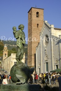 piazza-pietrasanta-lollobrigida